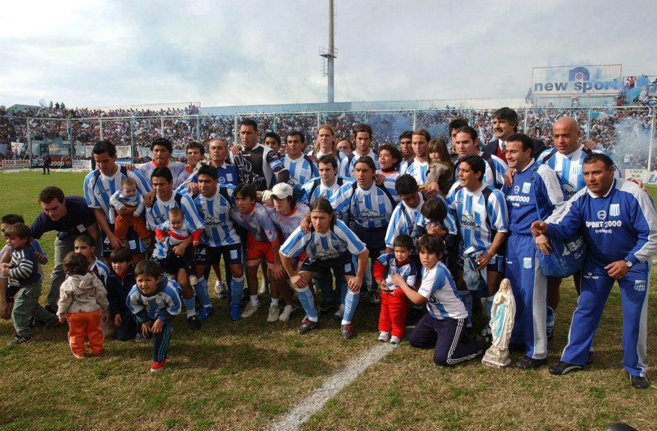 19 – 2003-2004 – Formación campeona